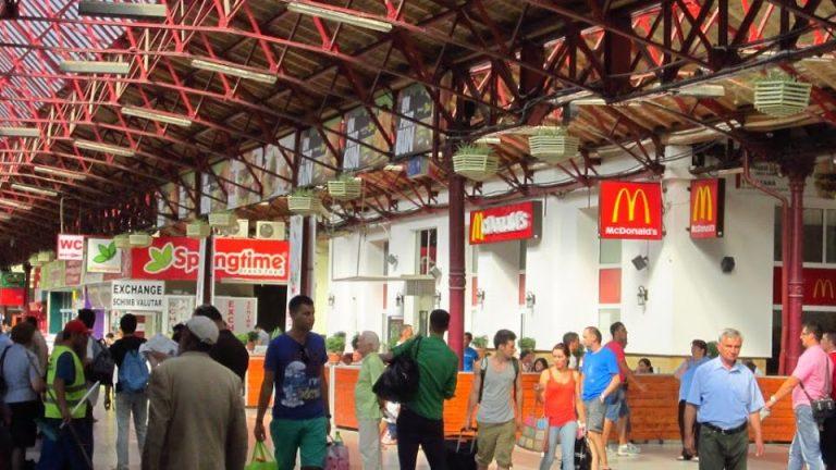 Pentru a gasi oameni McDonald's ofera in Bucuresti salarii de 3.200 de lei