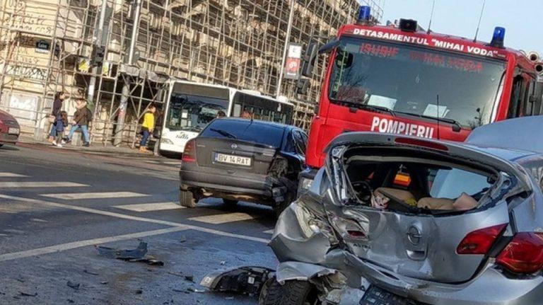 Accident teribil in centrul Bucurestiului, cu cinci raniti! Martorii spun ca soferul vinovat a vrut sa fuga!
