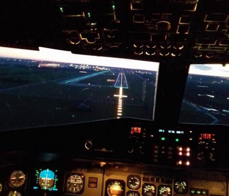 Incident grav pe aeroportul Otopeni, tinut secret de oficiali: Un avion a rupt mai multe balize la aterizare!