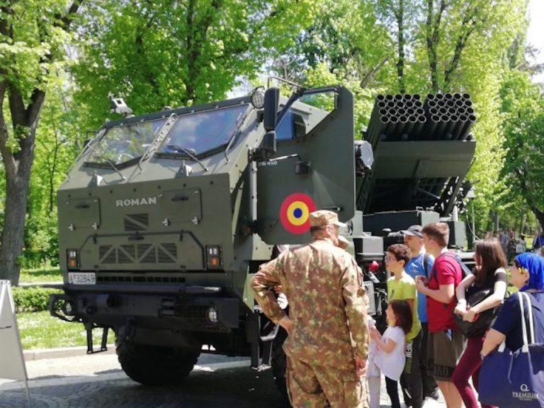 Armata face spectacol in Parcul Carol cu tancuri si utilaje militare