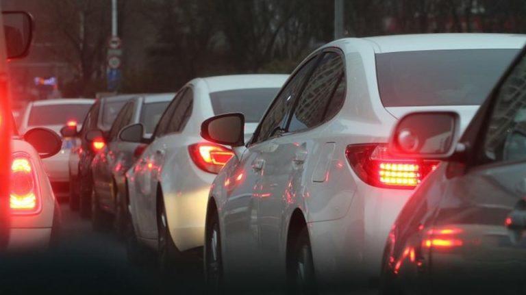 Ca un adevarat profesionist, primarul Bucurestiului face referendum pe facebook pentru interzicerea masinilor. Amenzile încep în 10 zile