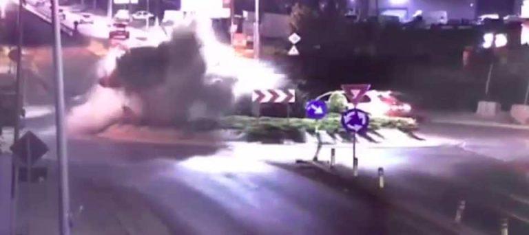 VIDEO-Accident spectaculos langa Bucuresti: Un sofer mort de beat a zburat peste un sens giratoriu!