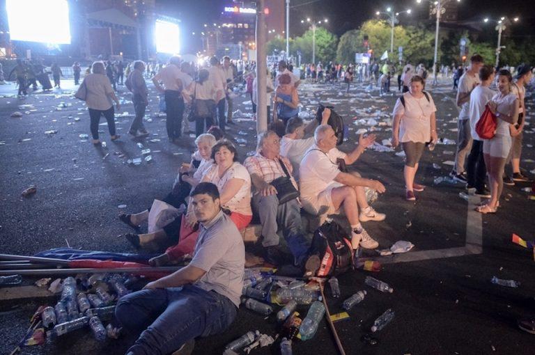 """Unde se ascundea """"statul paralel""""! Protestatarii PSD au primit apa de la firma patronului echipei Rapid, aflata in insolventa!"""