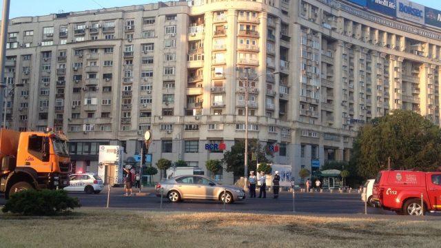Accident cu trei raniti in Piata Victoriei! O masina a intrat intr-un autobuz