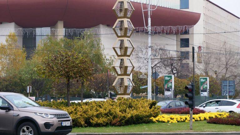 In Bucurestiul kitsch-ului Primaria Capitalei s-a apucat sa amplaseze imitatii dupa Coloana Infinitului!