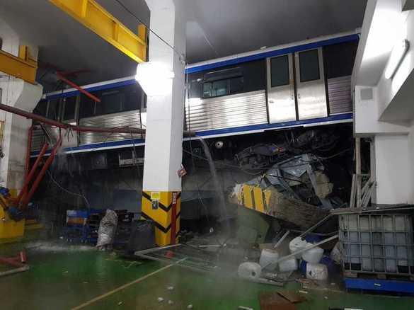 Incident grav la metrou, dupa ce o bucata de tavan s-a prabusit peste o locomotiva!