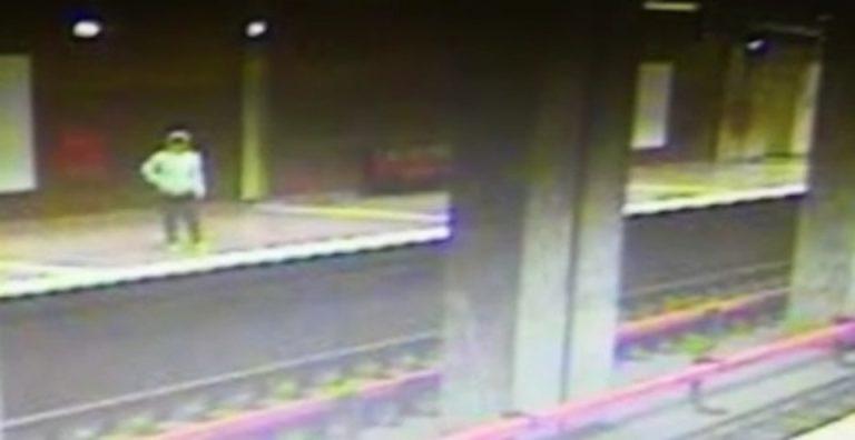 Sinucidere la metrou, in statia Aparatorii Patriei. Momentul a fost filmat!