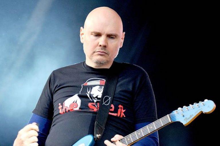 Billy Corgan, solistul trupei The Smashing Pumpkins, a amanat cu o zi concertul de la Bucuresti