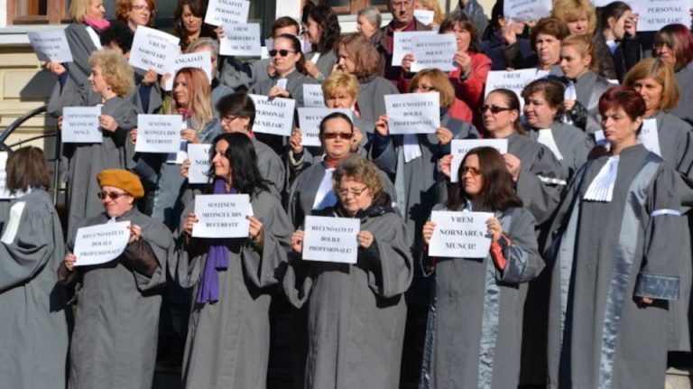 Peste 1500 de grefieri la proteste in Piata Victoriei