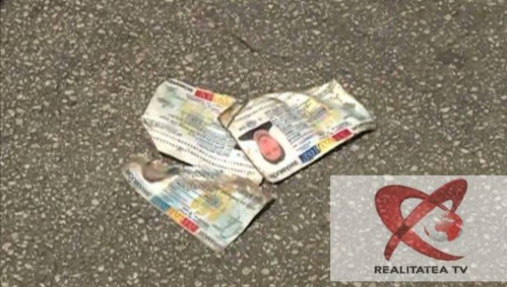 Buletine arse partial si ingropate pe o strada din Bucuresti