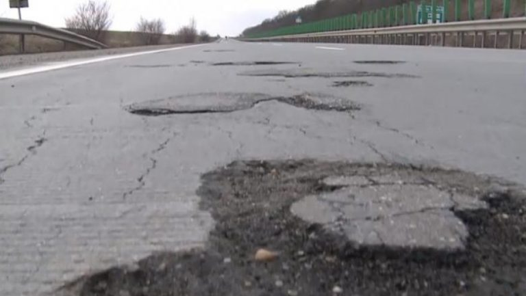 Ministrul Cuc anunta SMURD-ul pentru autostrazi. Mii de gropi troneaza pe A2 Bucuresti-Fundulea